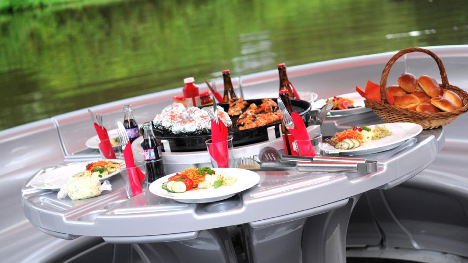 Grillboot Tour auf der Elbe in Dresden - Erlebnisfabrik