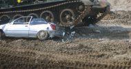Bild Panzer fahren mit Car Crashing bei Berlin