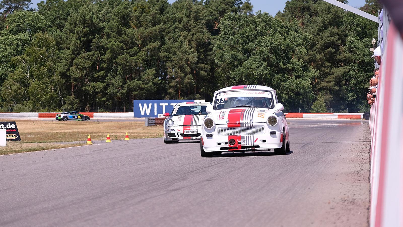 race trabant 601 renntaxi auf dem lausitzring erlebnisfabrik. Black Bedroom Furniture Sets. Home Design Ideas